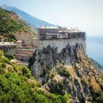 Il monastero di Simonos Petras e, dietro, il monte Athos. Dieci giorni fa ero su quella cima #grecia Simonos Petras monastery and mount Athos #greece *latergram*