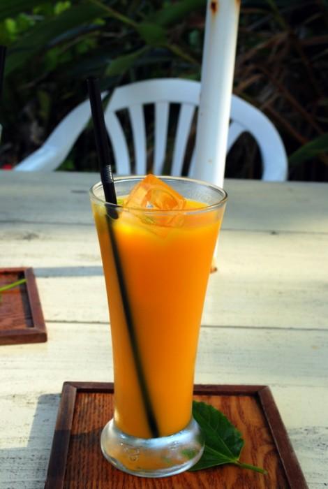 Un succo di mango fresco a Taketomi