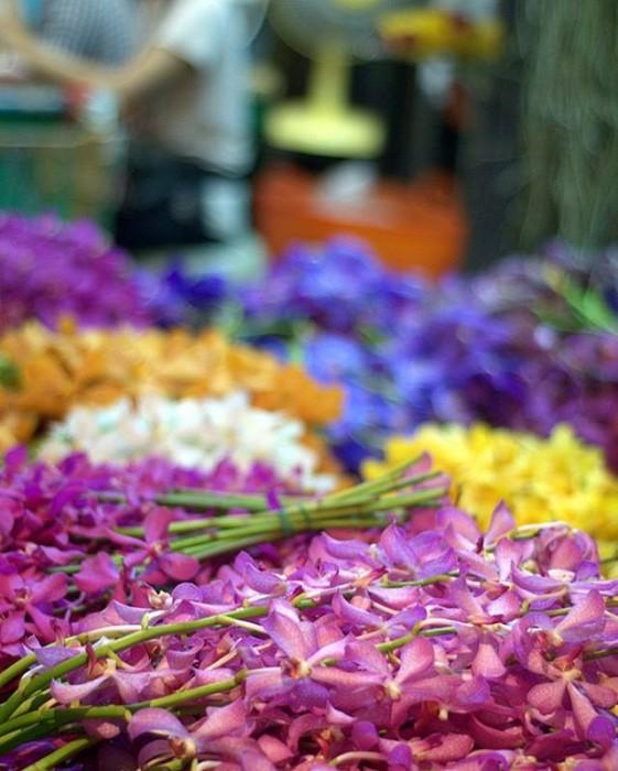 Bangkok, il mercato dei fiori, di notte