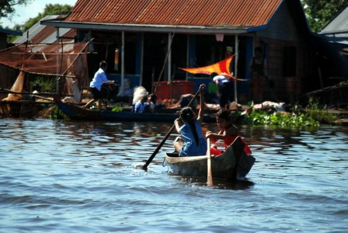 Villaggio galleggiante sul lago Tonle Sap