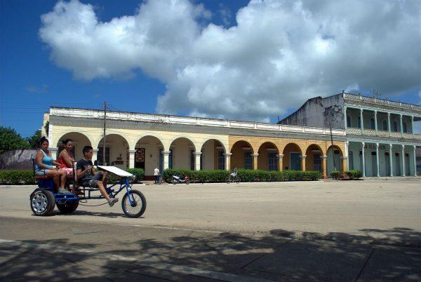 Un pomeriggio a Remedios. Ciclotaxi in piazza