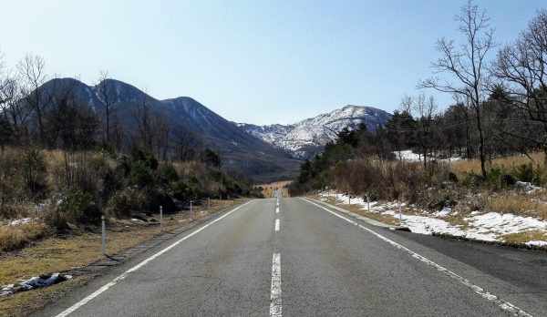 Strada fra le montagne del Kyushu